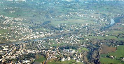 Aixe-sur-Vienne, au fond : Limoges