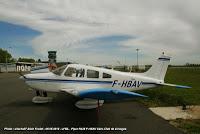 PA-28, piper Warrior est un avion 4 places en métal, monomoteur à pistons (160 cv), non pressurisé, à ailes basses, à train tricycle et muni d'une seule porte du côté du copilote. Vitesse de croisière 110 kt, autonomie 5h